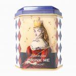 記事タイトル 金子國義アリスギフトセット 記事 金子國義アリスギフトセット販売決定! 『Drink Me アリスティーパック』の詰合せギフトセットや 紅茶缶の単品販売など、金子國義の『不思議の国のアリス』をモチーフにした商品の販売が決定いたしました。 「VAMPS BEAST PARTY 2017 うみのいえ金子屋」にて先行予約販売を予定しております。(※詳細は後日) ※画像は金子屋で使用しているものを使用